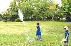 圧力と運動の法則により、見事に打ち上がった「Bottle Rocket」